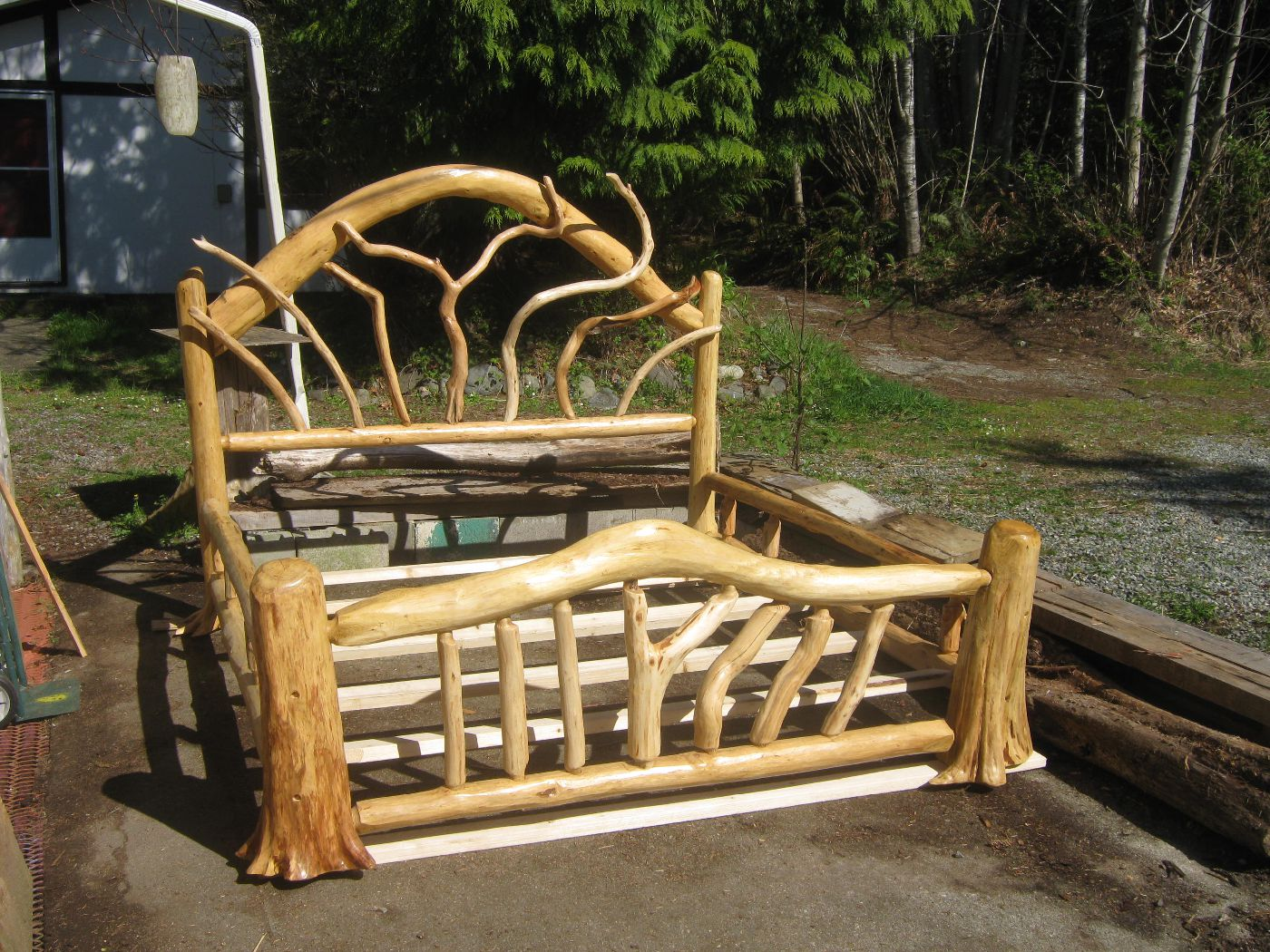 Knotty Rootsy Bed